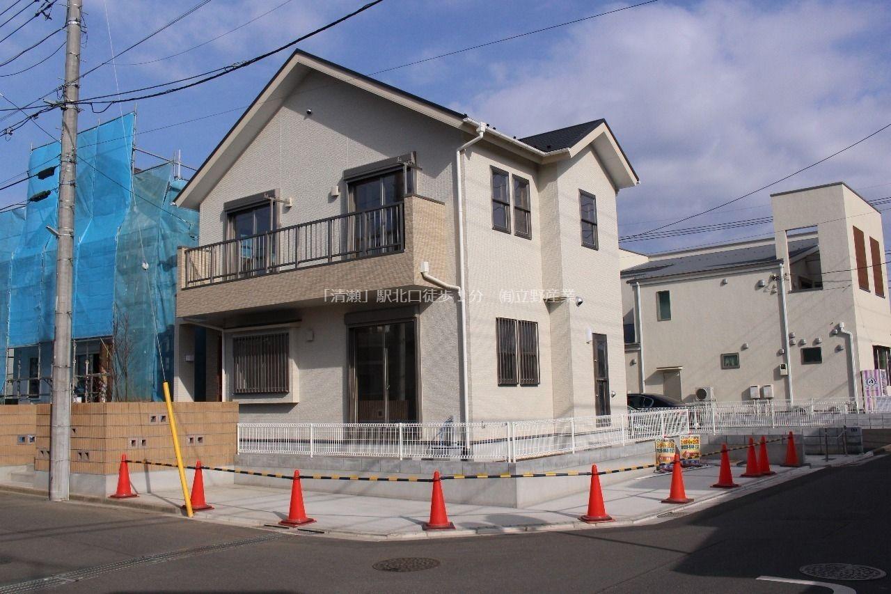 西武新宿線「田無」駅、西武池袋線「ひばりヶ丘」駅の2線2駅利用可。所沢街道に出やすい立地で、近くには商業施設も多く生活便利です。 表紙